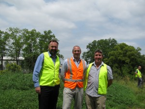 Chris Dewhurst (HRCC), Martin Snowball (Virbac Animal Health) and  Andrew McGahey (Total Earth Care) at Boundary Creek, Penrith